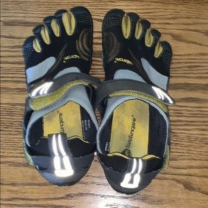 Vibram Toe Shoes Size 39